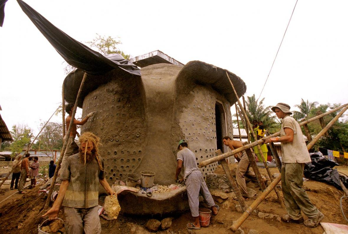 Stavba zemělodě
