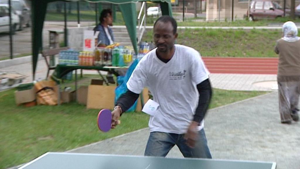 Cizinec při turnaji ve stolním tenisu