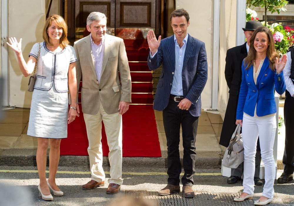 Rodiče a sourozenci Kate opouštějí hotel
