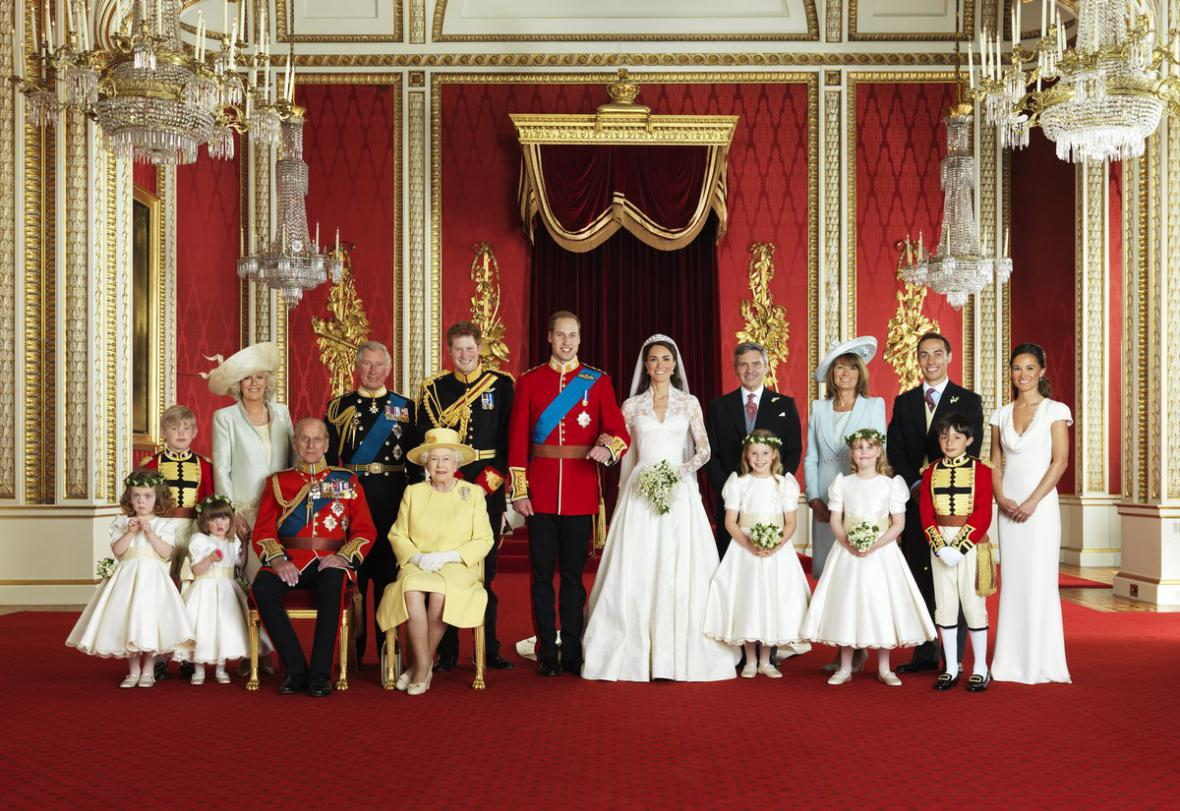 Novomanželé William a Kate s nejbližšími