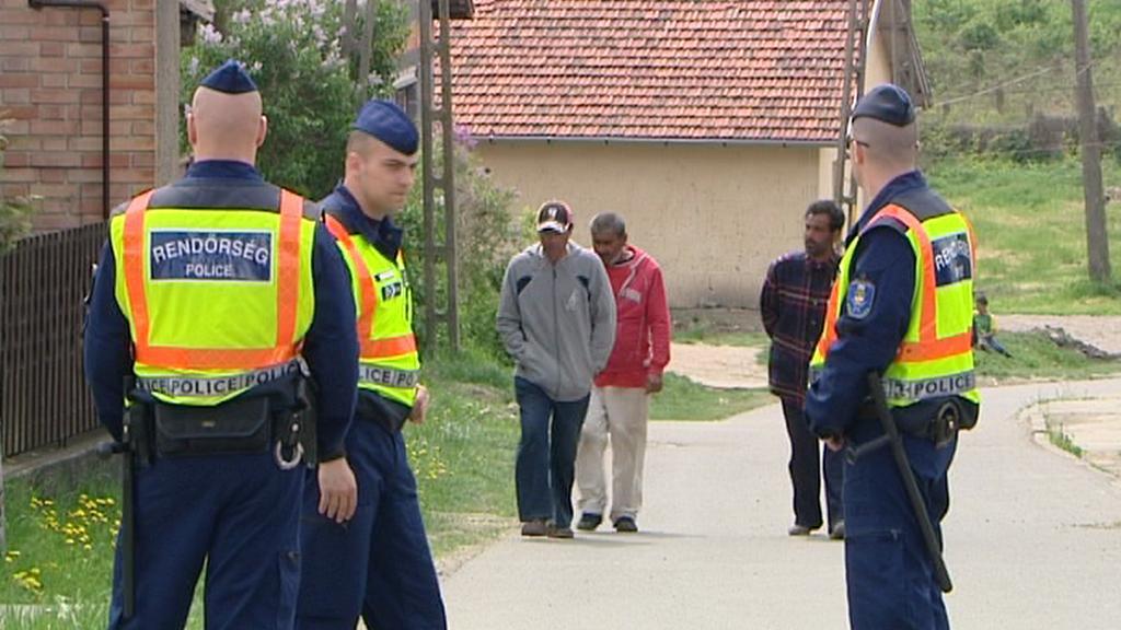 Policisté dohlížejí na bezpečnost ve vesnici