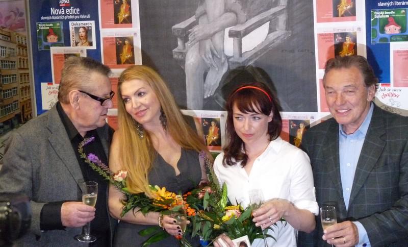 Miloš Forman, Martina Formanová, Tatiana Vilhelmová a Karel Gott