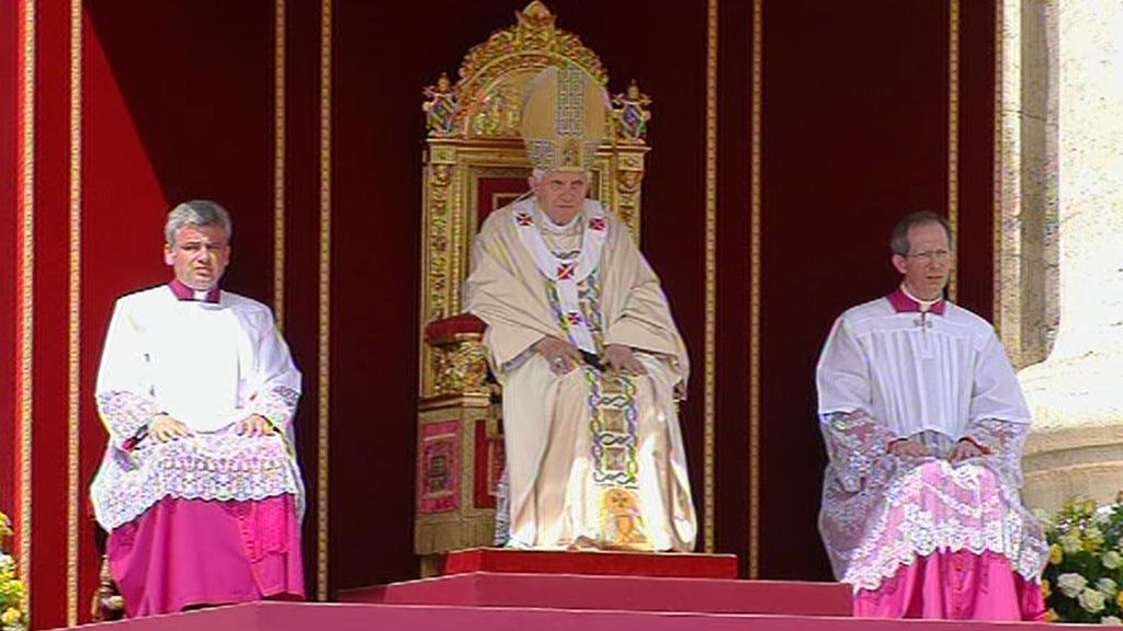 Papež Benedikt XVI. poslouchá žádost o blahořečení