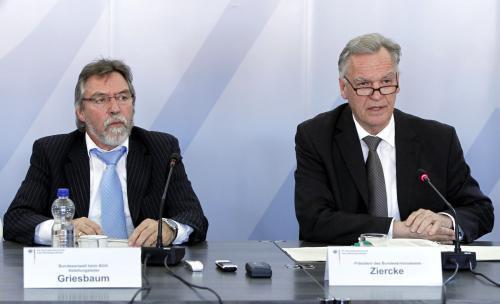 Vyšetřovatelé během tiskové konference