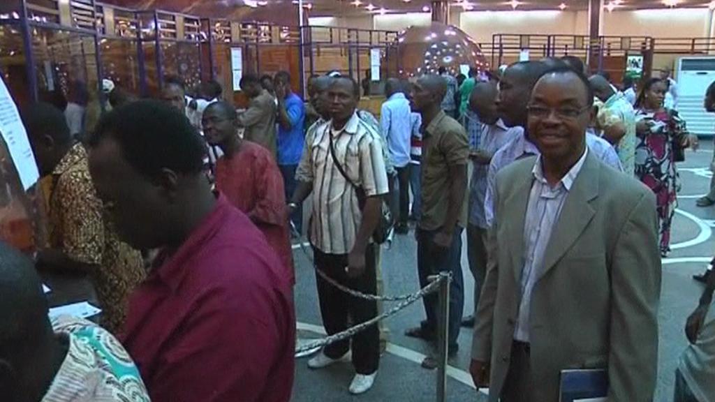Fronty v bance v Pobřeží slonoviny