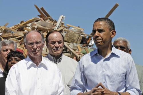 Barack Obama navštívil město Tuscaloosa postižené tornádem