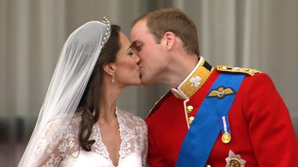 Královský novomanželský polibek