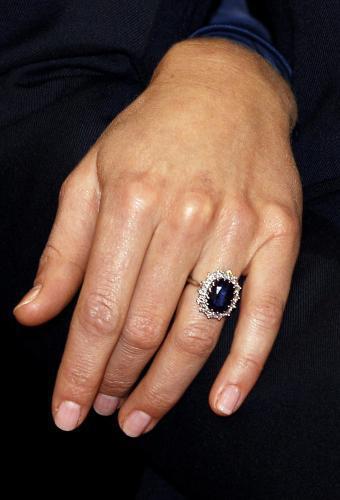 Kate Middletonová se zásnubním prstenem princezny Diany