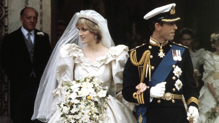 Lady Diana si nechala ušít svatební šaty u Elizabeth Emanuelové