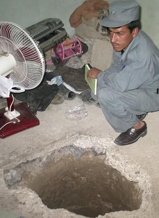 Tímto tunelem uprchly stovky tálibánských vězňů