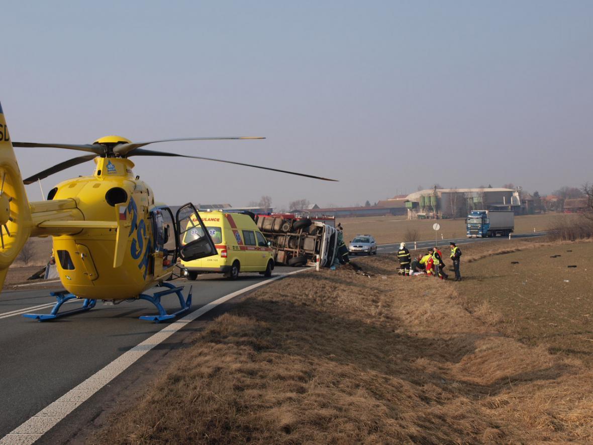 Vrtulník záchranářů u nehody