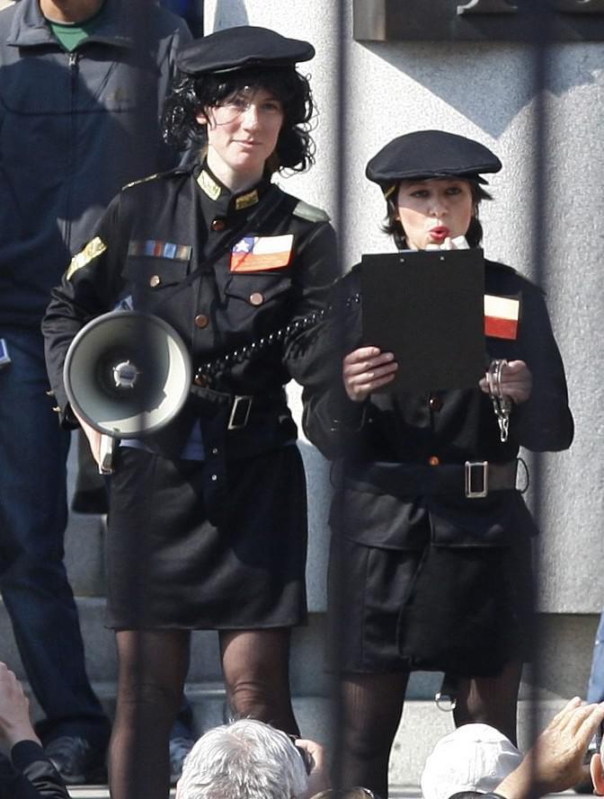 Dívky převlečené za chilské policistky přišli zatknout Václava Klause