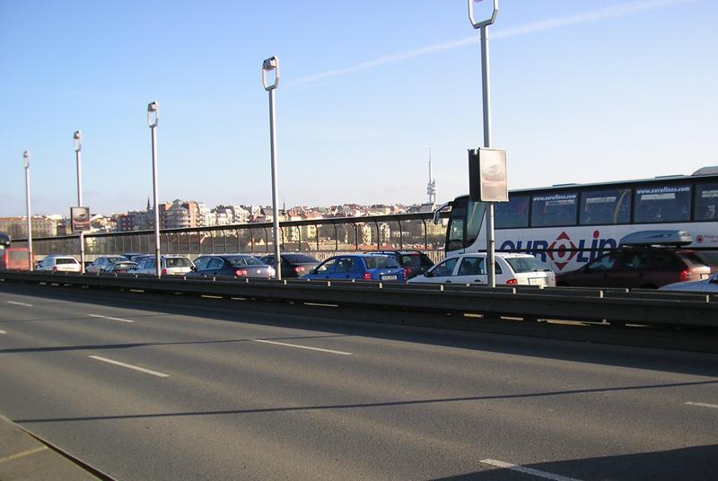 Kolona na Nuselském mostě