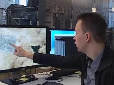 Vývojář pracuje na 3D mapě