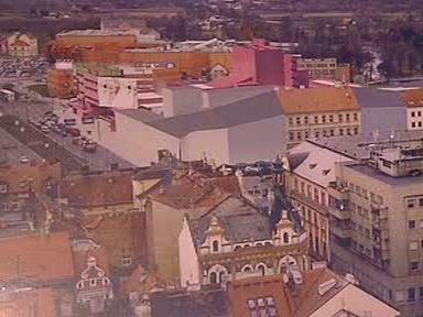 Nová budova Divadla J. K. Tyla v Plzni (vlevo)