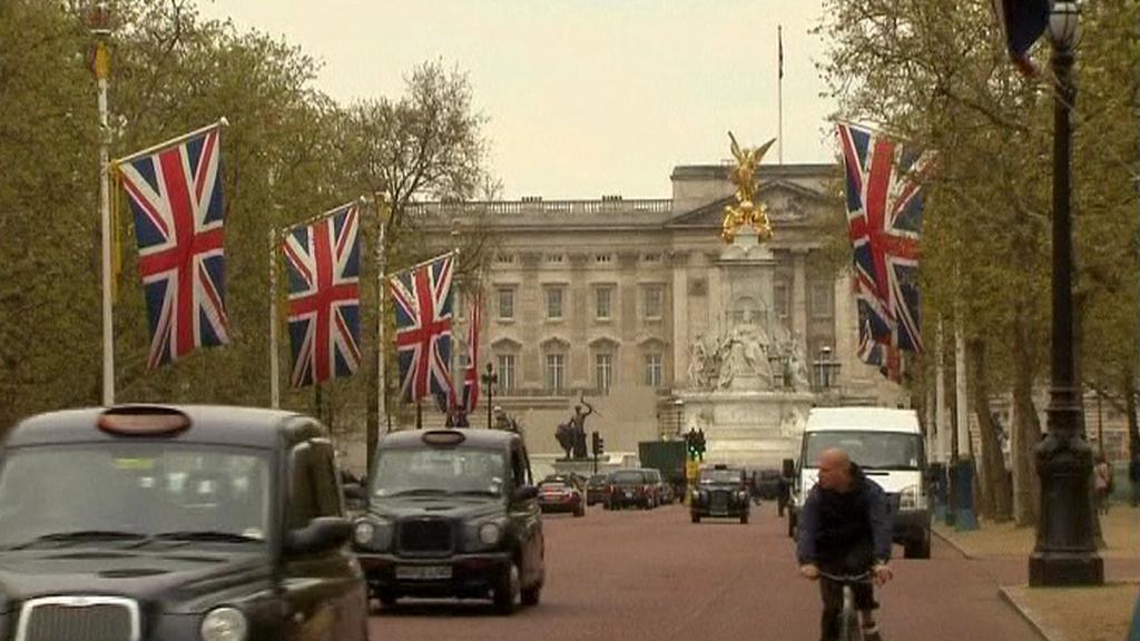 Londýn se připravuje na královskou svatbu