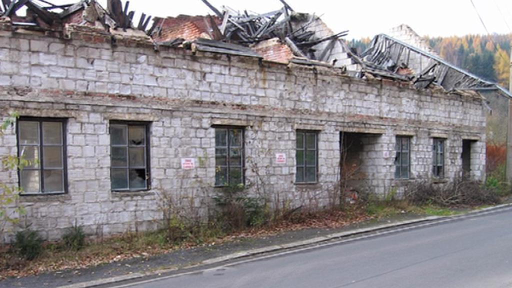 Ruina restaurace na okraji Kraslic