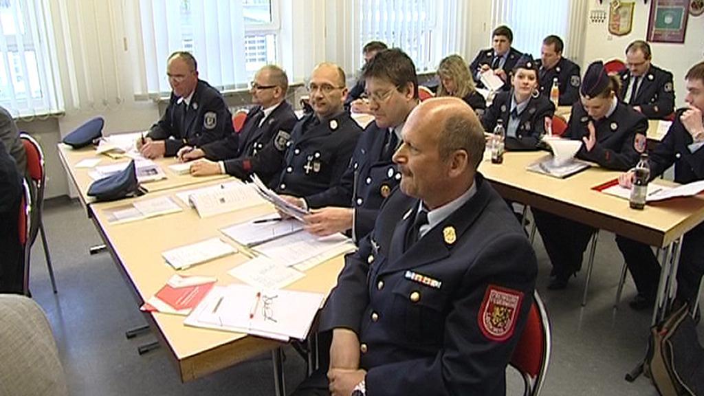 Němečtí hasiči při výuce češtiny