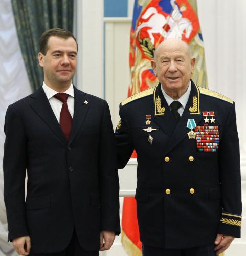 Dmitrij Medvěděv a Alexej Leonov