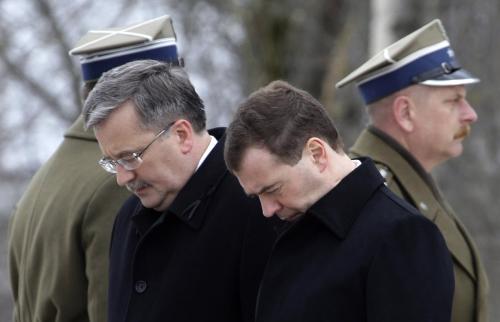 Dmitrij Medveděv a Bronislaw Komorowski uctili ve Smolensku památku obětí havárie polského vládního speciálu