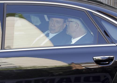 Silvio Berlusconi přijíždí k milánskému soudu