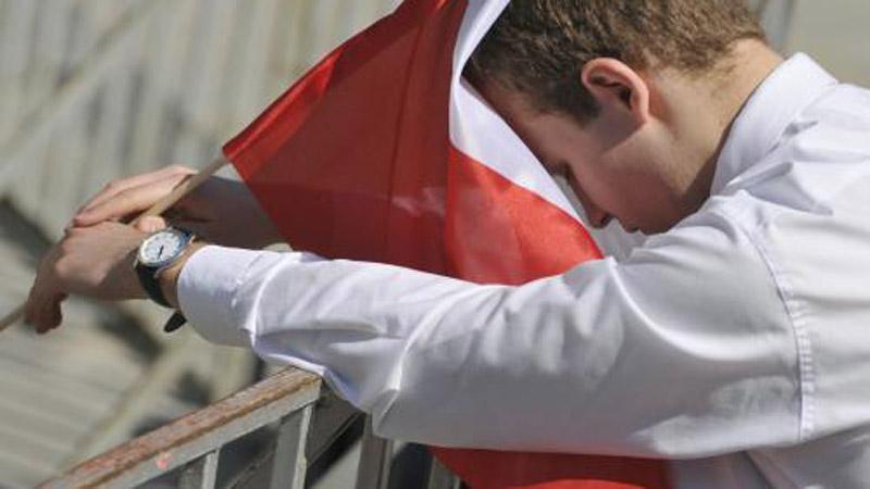 Poláci se přišli rozloučit s prezidentem a jeho manželkou
