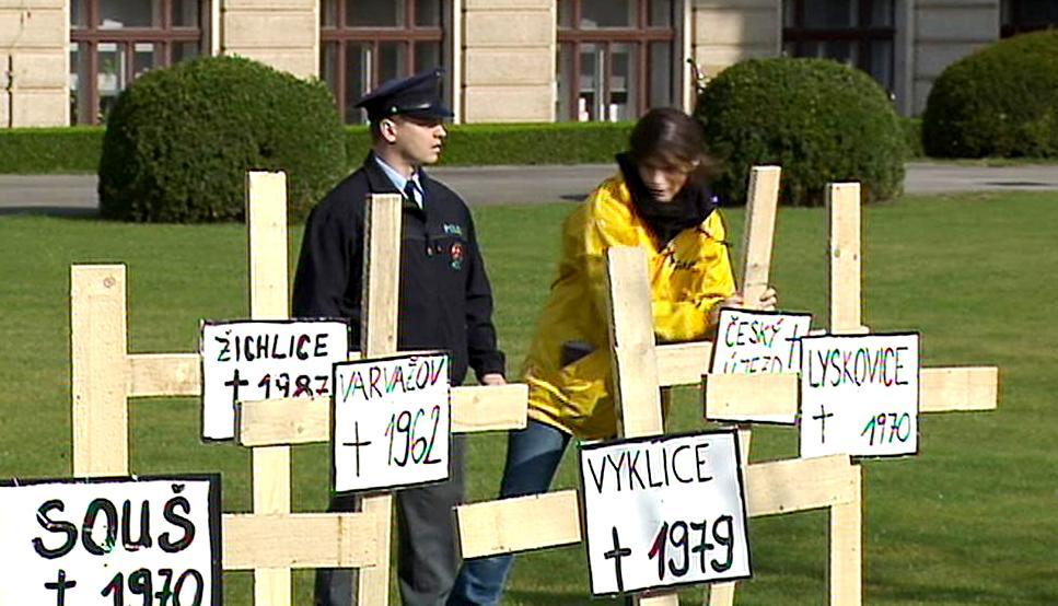 Aktivisté Greenpeace na zahradě Strakovy akademie