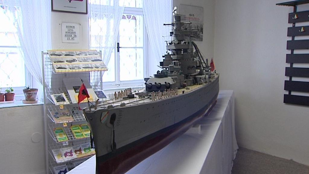 Model německého křižníku Admirál Scheer