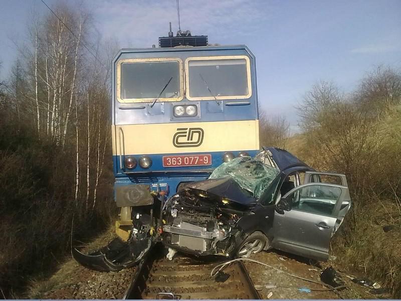 Vlak a auto