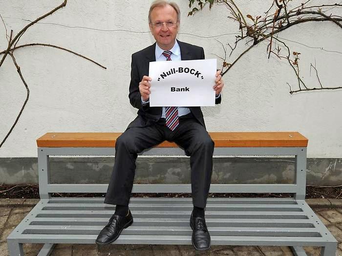 Dieter Mörlein s novým modelem lavičky