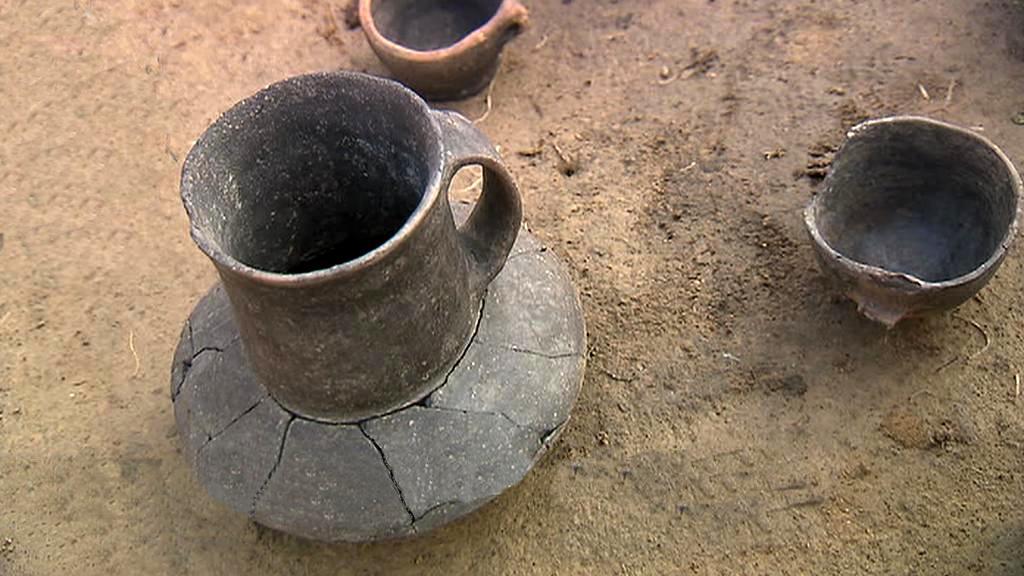 Nádoba kultury se šňůrovou keramikou