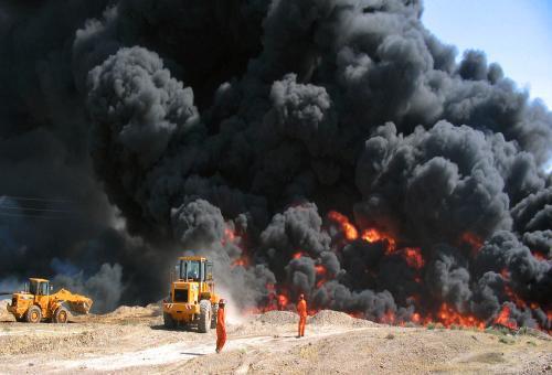 Hořící rafinerie