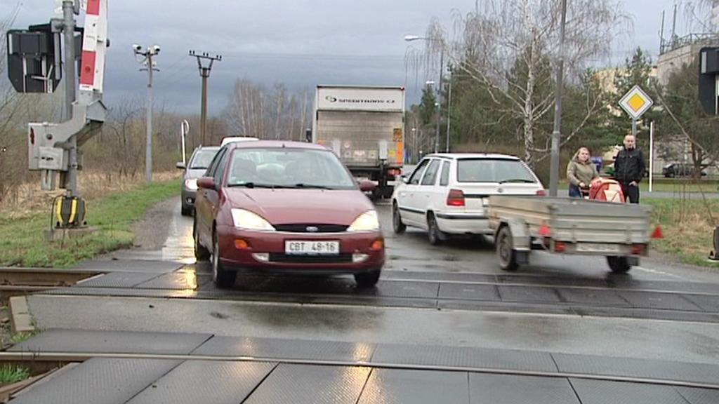 Auta na železničním přejezdu