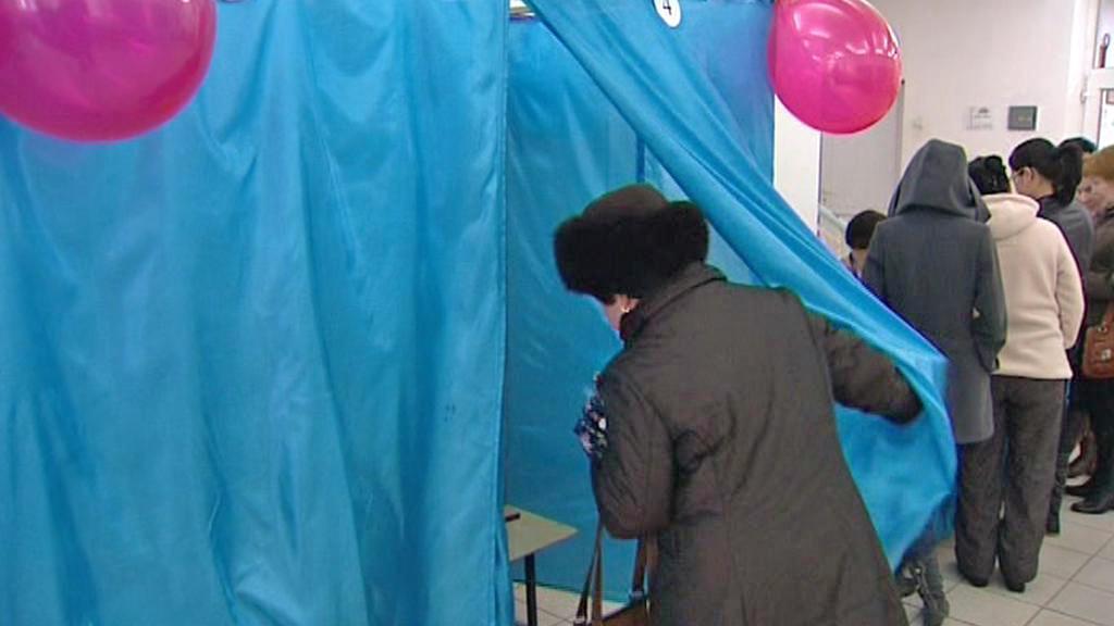 Volební místnost v Kazachstánu