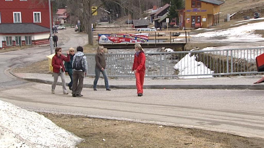Turisté v Peci pod Sněžkou