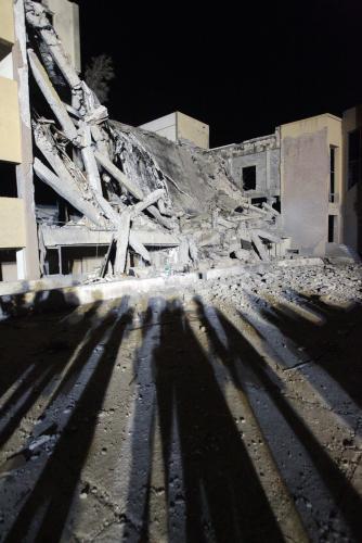 Administrativní budova v Tripolisu zničená nálety spojenců