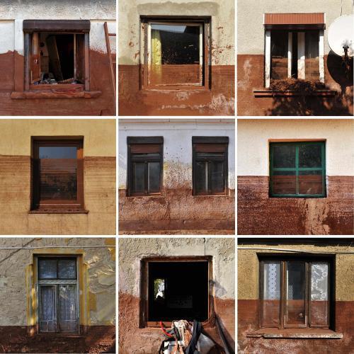 Domy v maďarském Devecseru znečištěné kalem