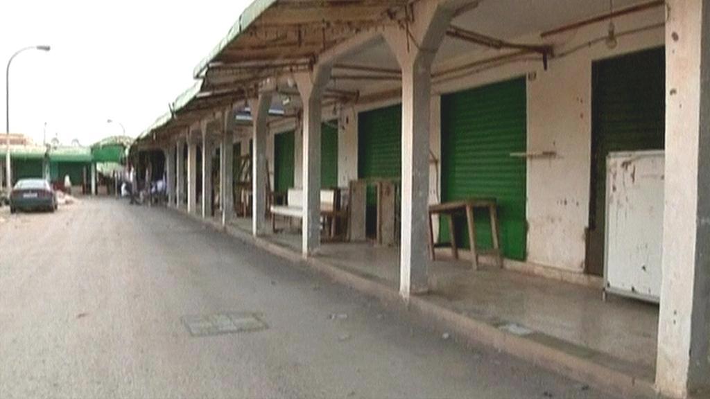 Opuštěná nákupní kolonáda v Benghází