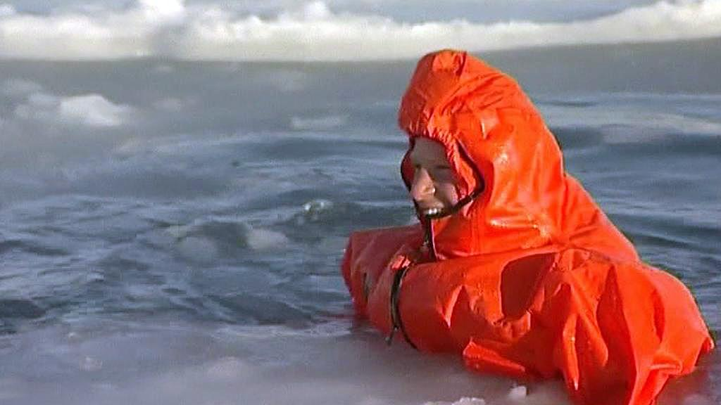 Princ Harry v ledové vodě
