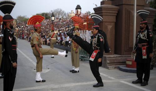 Indičtí a pákistánští vojáci