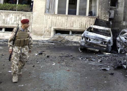Následky raketového útoku v Bagdádu