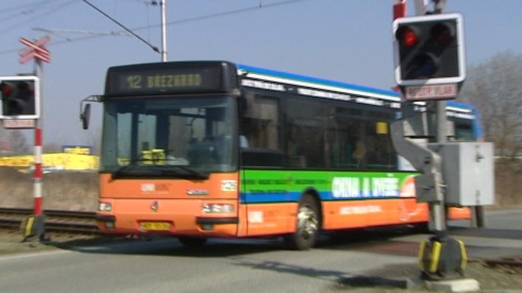 Autobus na přejezdu