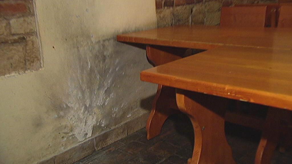 Restaurace po výbuchu granátu