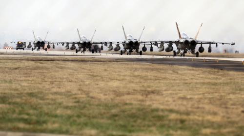 Stíhačky F-18 na italském letišti Aviano