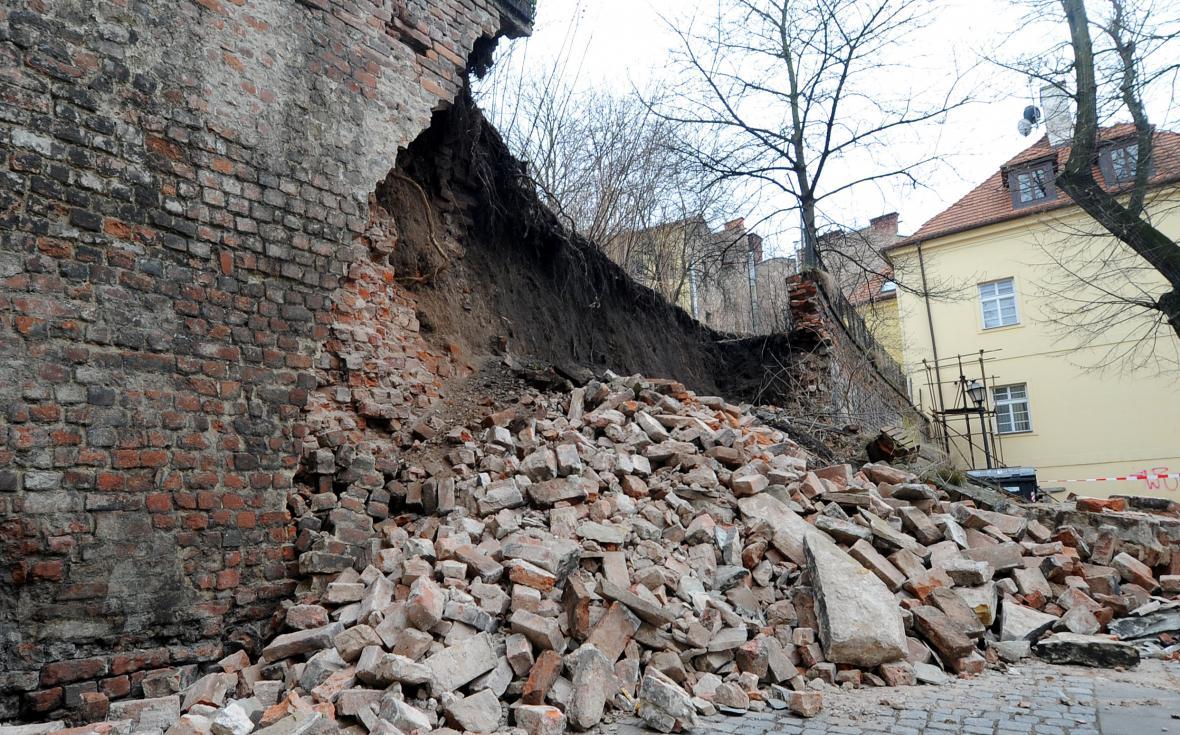 Zřícené hradby v Hradci Králové