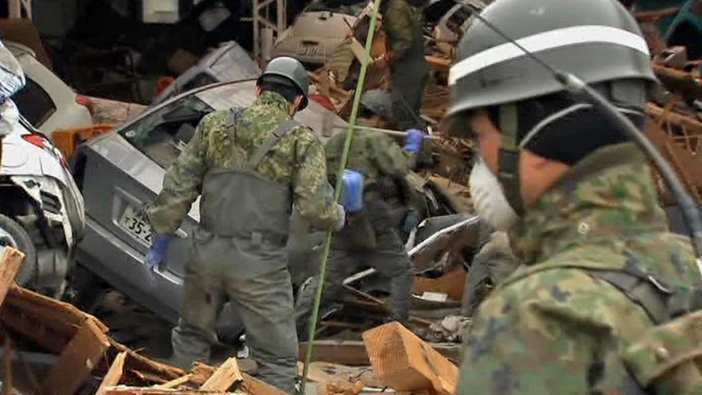 Při likvidaci následků zemětřesení pomáhá i japonská armáda
