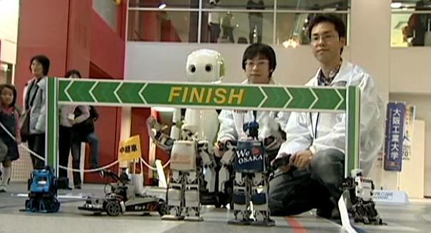 Roboti v cíli maratonu
