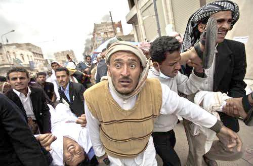 Zraněný při protestech v Jemenu