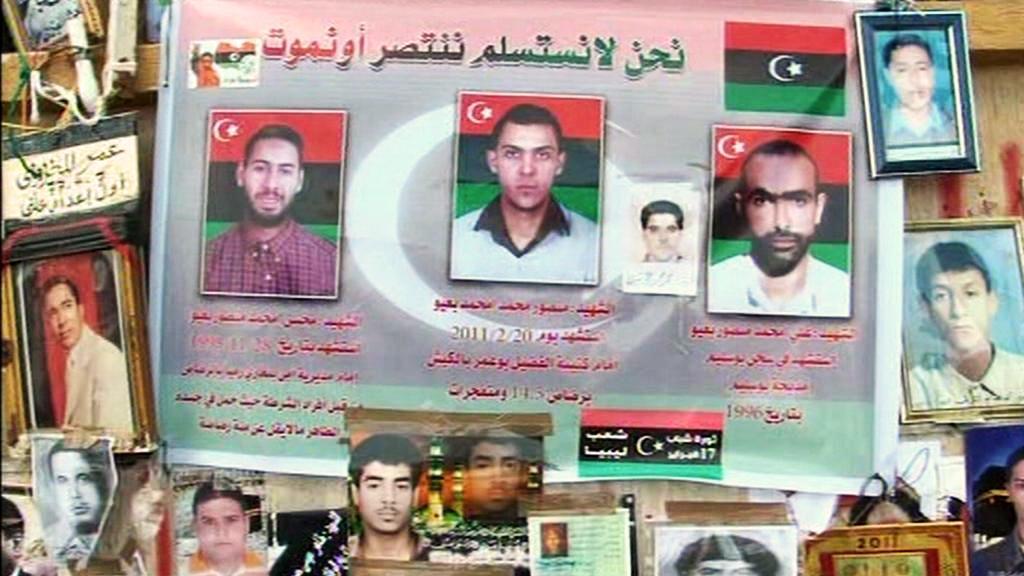 Fotografie padlých libyjských povstalců v Benghází