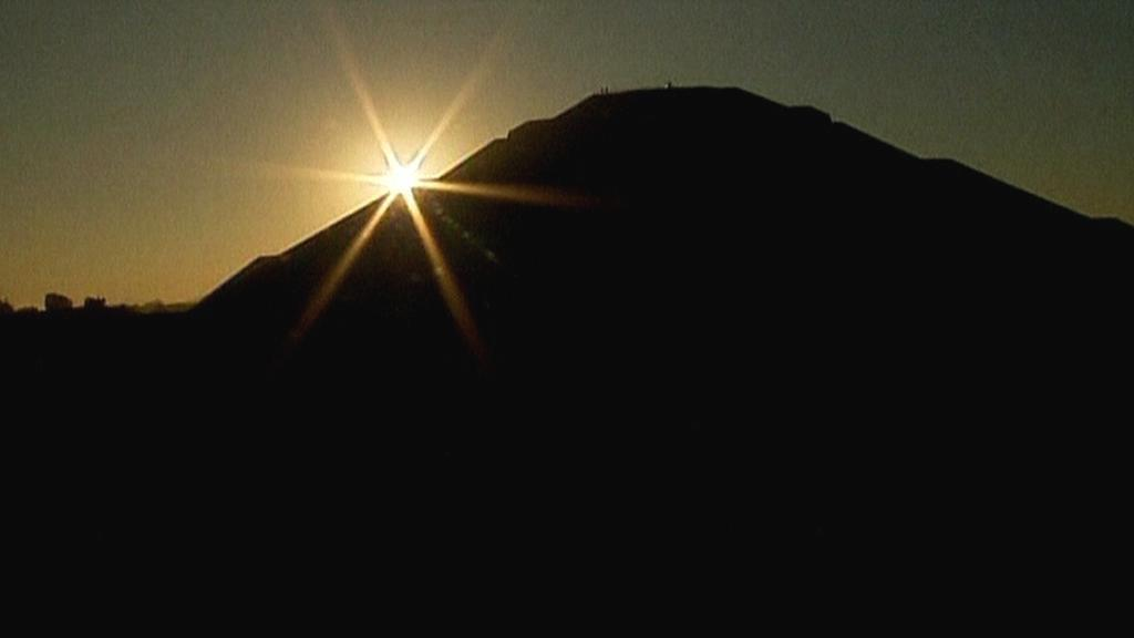 Slunce nad mexickými pyramidami